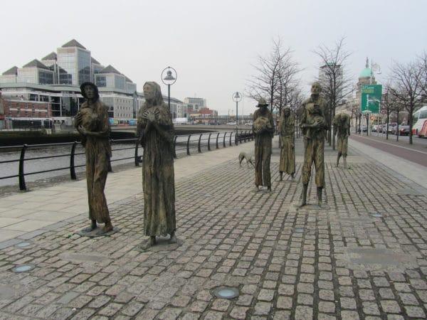 Estatua Homenaje a la hambruna Dublin Irlanda