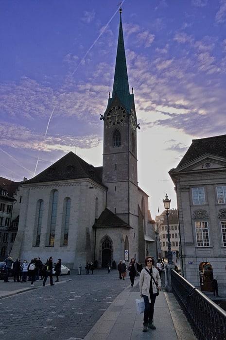 La iglesia de nuestra señora en Zúrich